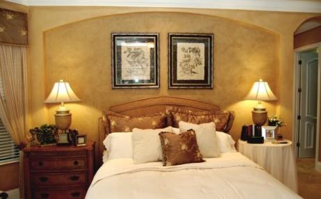 спальня с травертин