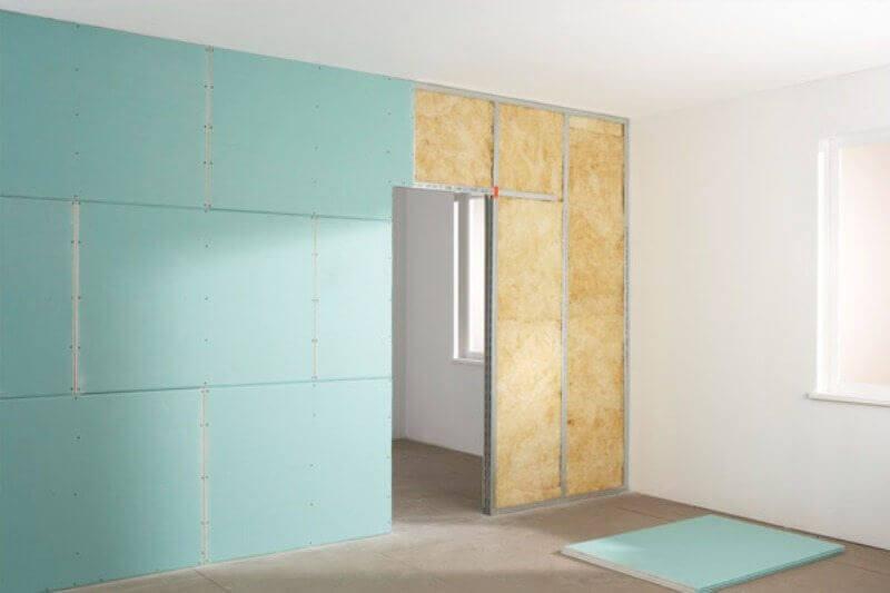 стены с отверстием для дверного проема